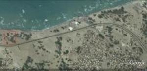 أرض على البحر وعلى الخط الساحلي مدخل الخوخة الجنوبي